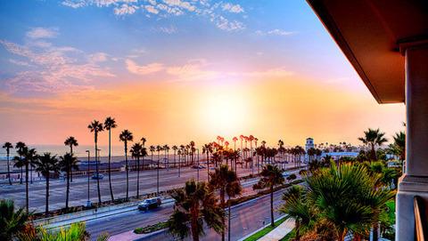 夕日の海岸線