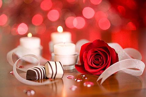 バレンタインデー2016お皿の上チョコ赤いバラ