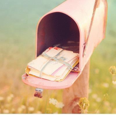パステルピンクの郵便受け