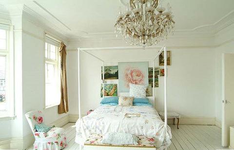 ベッド朝白い部屋