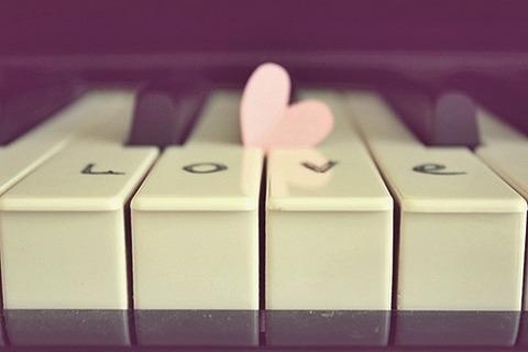 鍵盤4つにハート1つ