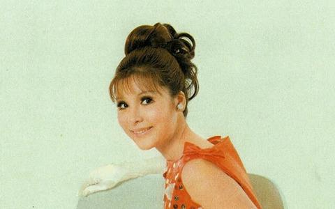 弘田三枝子 オレンジ色のドレス 2020.7.28