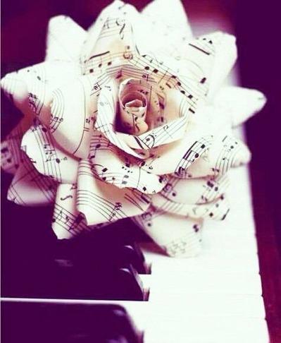 音符紙のバラピアノ