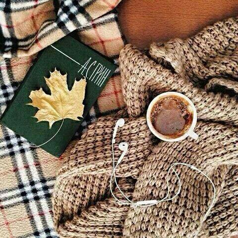 セーターとコーヒーとマフラー