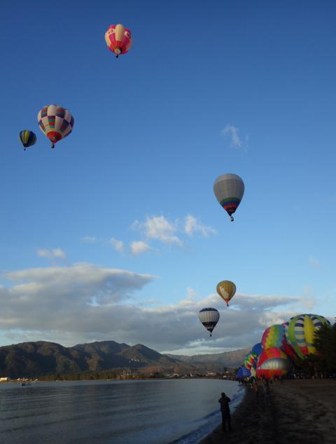 熱気球琵琶湖横断p