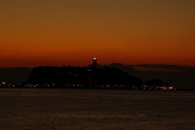 夕日の中の江の島も素敵でしょ〜☆