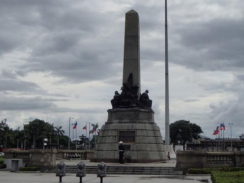 国民的英雄ホセ・リサールが処刑された場所―フィリピン・マニラ/リサール公園①