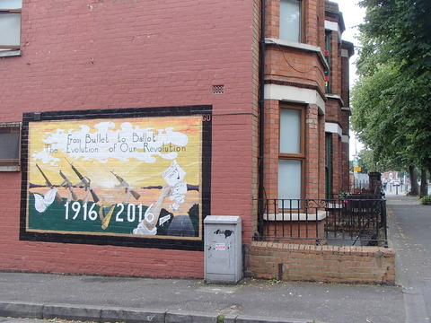 かつての爆弾テロ多発都市の現在―北アイルランド・西ベルファスト/カトリック地区・バリーマーフィー通り