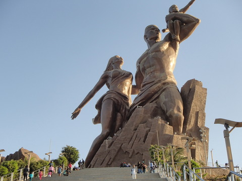 ダカール市民のシンボルとイベント会場―セネガル・ダカール/アフリカ・ルネサンス像