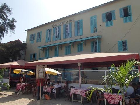 人々が暮らす西アフリカの島内コミュニティ―セネガル・ゴレ島