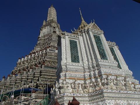 バンコク王朝時代の巨大仏塔を誇る寺―タイ・バンコク/ワット・アルン