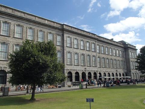 イギリス植民地時代から受け継がれたアイルランド観光の見所③―ダブリン/トリニティ―・カレッジ