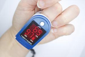 pulse-oximeter-6055688_1920