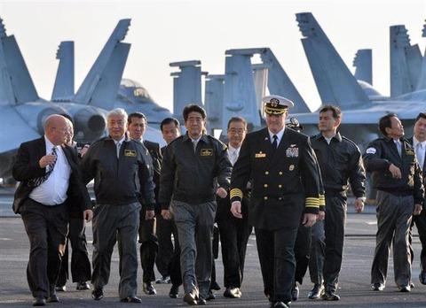 【歴代初】安倍総理、米空母に乗る
