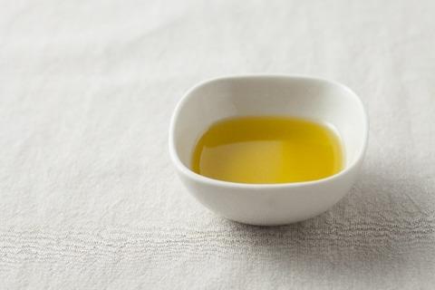 ストレスで胃の調子が…。そんなときはフルーティーなオリーブオイルでサラダを食す