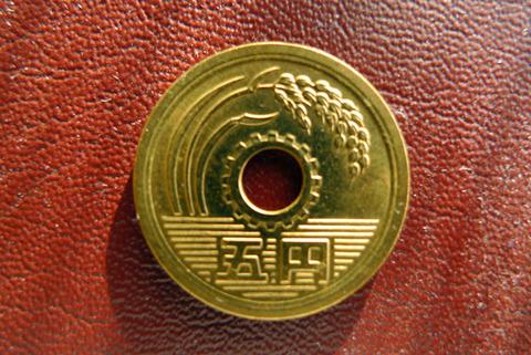 [開運] ピカピカの五円玉は幸運を招く?