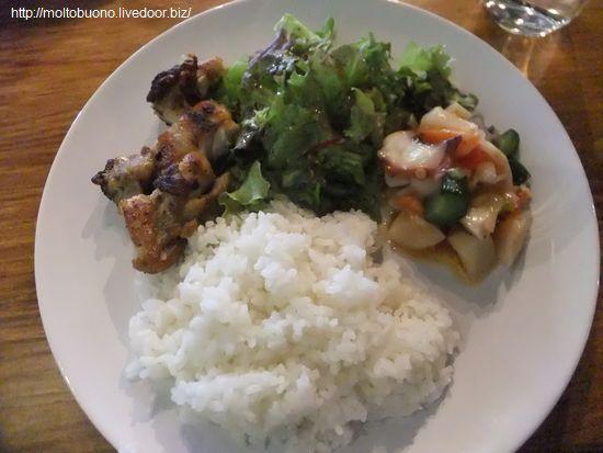 ランチプレート(グリルチキン&タコとエビと野菜のマリネ)①-1