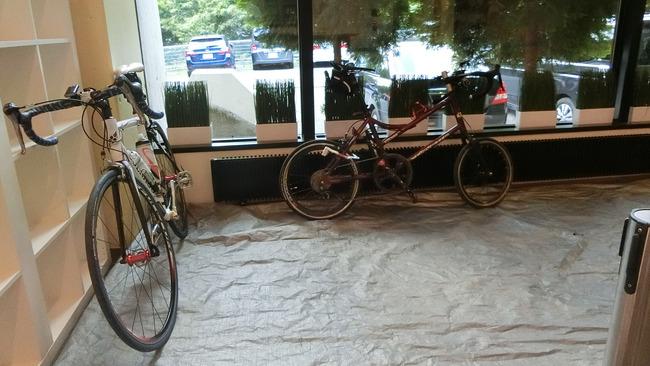 自転車館内に止める