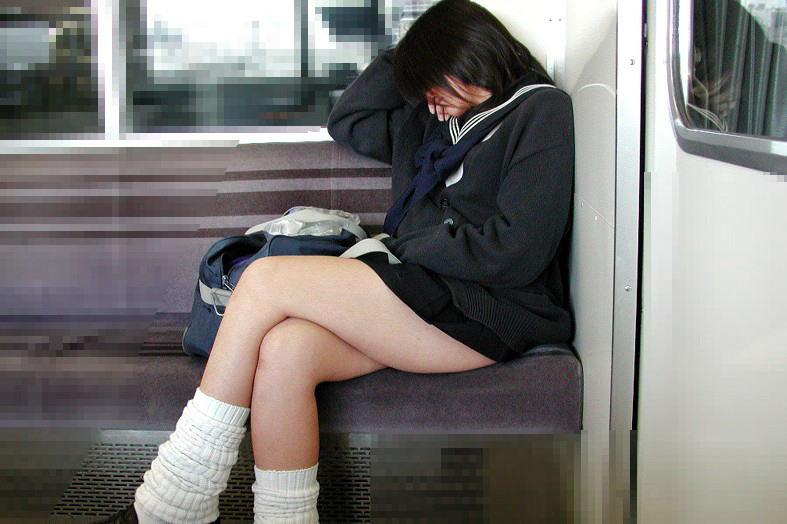 何で電車の中で座っている女子高生はエロいの?YouTube動画>7本 ニコニコ動画>1本 ->画像>2766枚