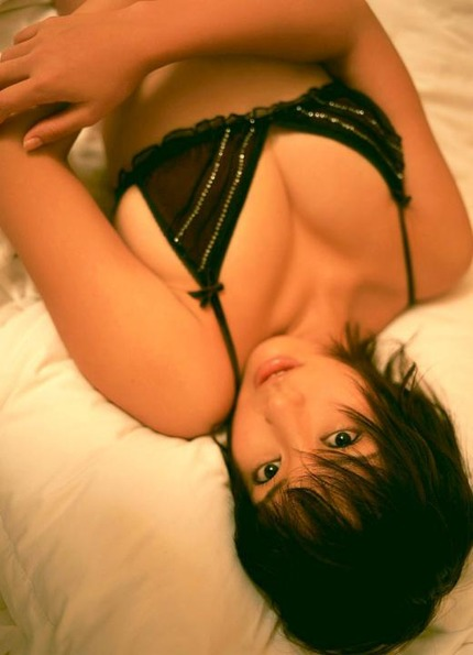 着衣巨乳おっぱい エロ画像 (6)