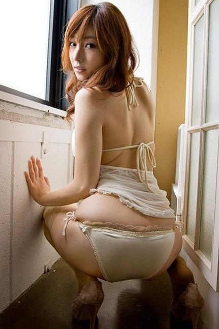 セクシーポーズのお姉さん エロ画像 (7)