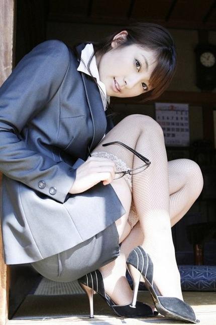 セクシーお姉さんの 着衣 エロ画像 (8)