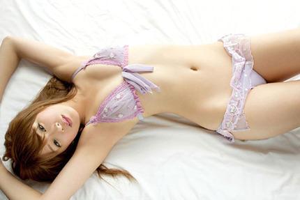 見つめる美女、美少女 エロ画像 (16)
