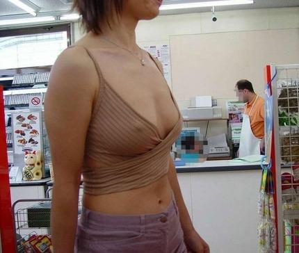 ノーブラ乳首 エロ画像 (3)