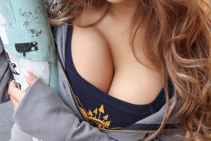 着衣谷間 エロ画像 (13)