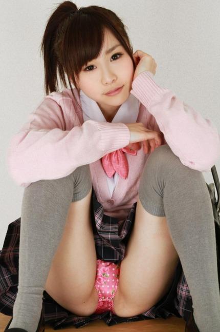 座りパンチラ エロ画像 (24)