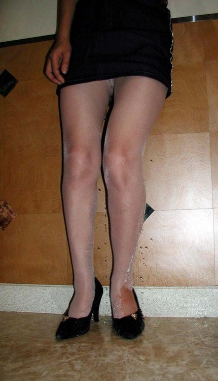 放尿 OL エロ画像 (15)