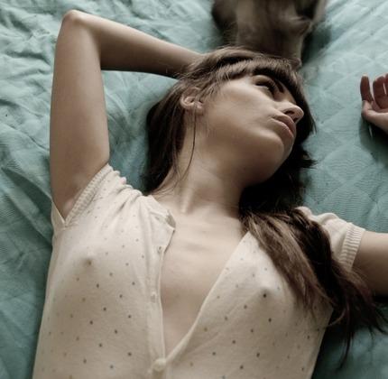 ノーブラ乳首 エロ画像 (18)