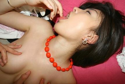 乳首くりくり エロ画像 (3)