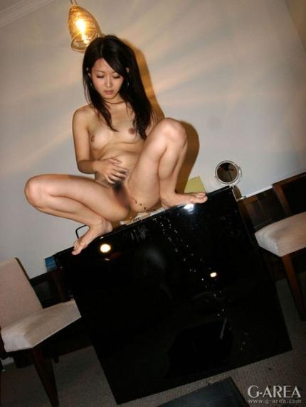 放尿 OL エロ画像 (18)