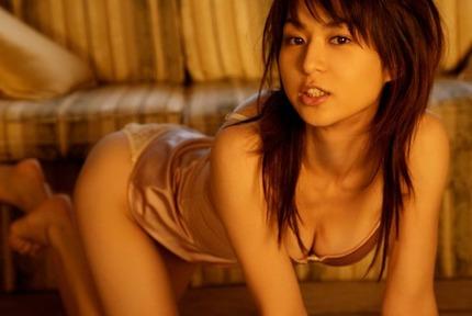 見つめる美女、美少女 エロ画像 (3)
