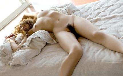 裸・ヌード おっぱいと陰毛見えてるエロ画像 (23)