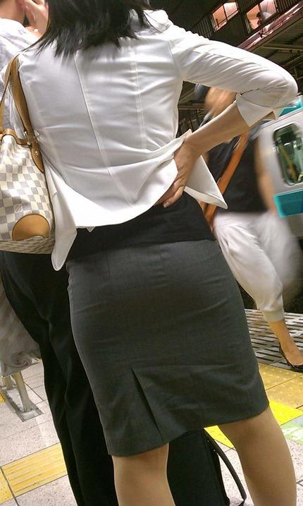 タイトスカートの 尻 エロ画像 (16)