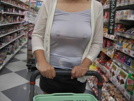 ノーブラ乳首 エロ画像 (7)