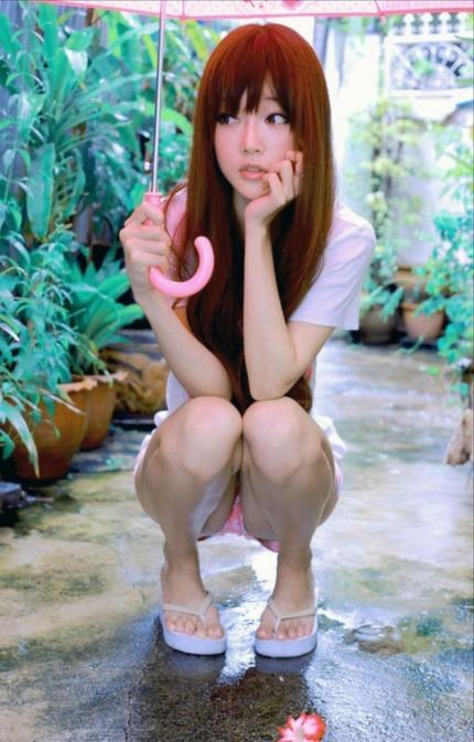座りパンチラ エロ画像 (23)