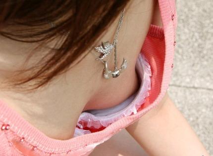 胸チラ エロ画像 (11)