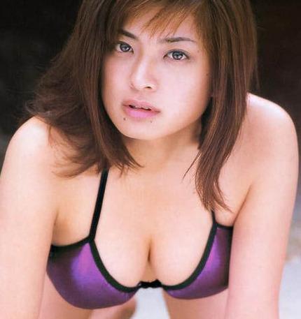 着衣巨乳おっぱい エロ画像 (11)
