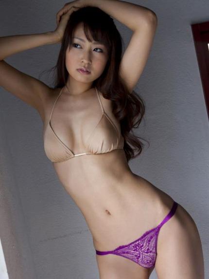 セクシーポーズのお姉さん エロ画像 (22)