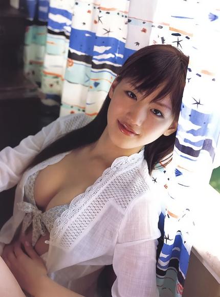 胸の谷間 エロ画像 (22)