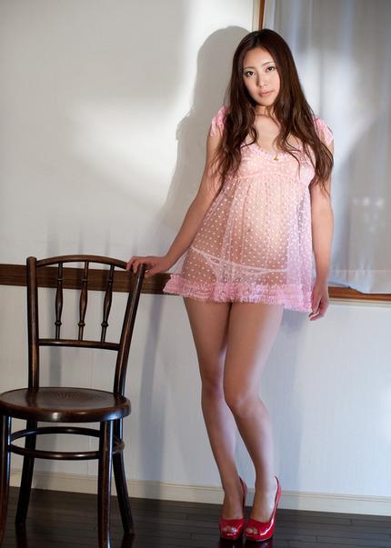 ベビードールみたい!スリップを着て上品エッチなお姉さんのエロ画像
