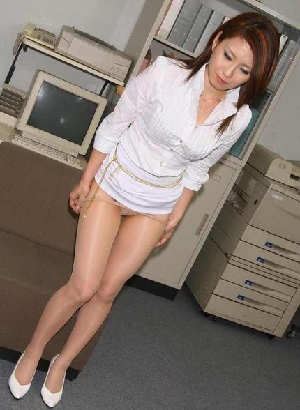 パンスト脱ぎかけOL エロ画像 (21)