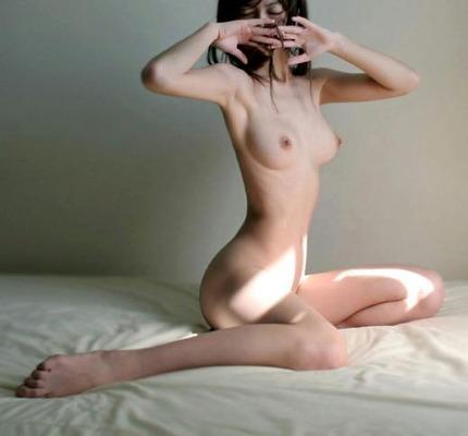 下着・裸のエロ画像 (14)