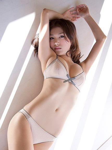 セクシーポーズのお姉さん エロ画像 (4)