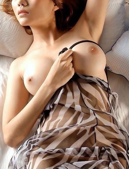 美乳 おっぱい エロ画像 (11)