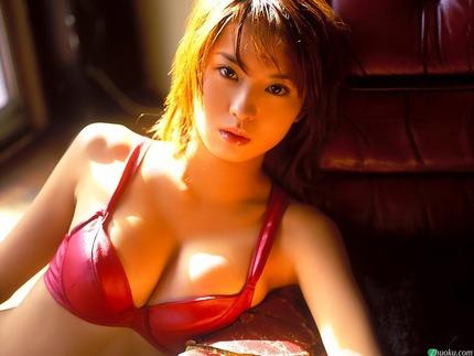 着衣巨乳おっぱい エロ画像 (17)