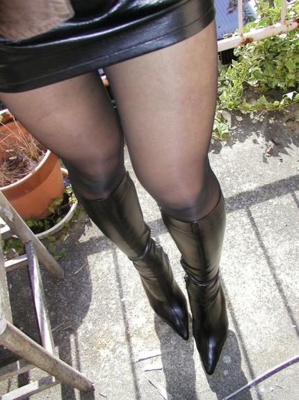 ギャルのブーツはいてる エロ画像 (18)